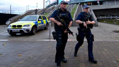 politisti marea britanie politia arme getty