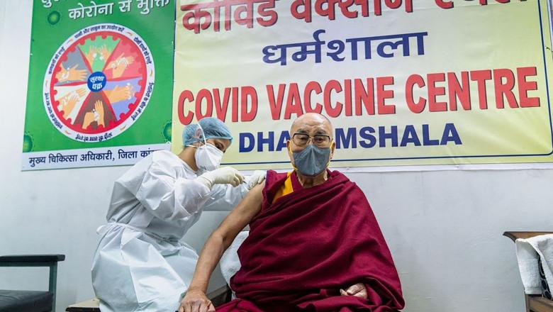 dalai lama vaccinat covid