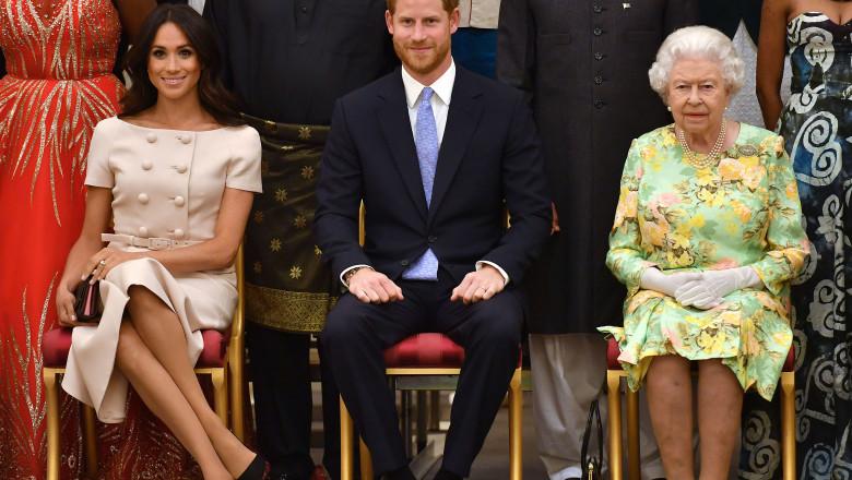 Regina Elisabeta a II-a a Marii Britanii, alături de prinţul Harry şi Meghan Markle