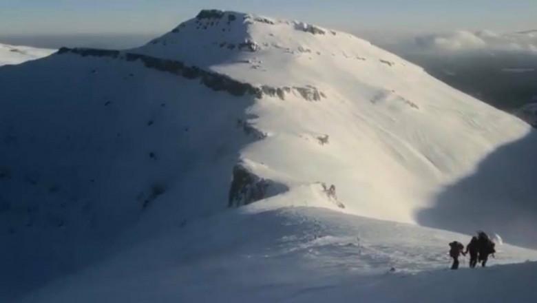 Schior accidentat într-o zonă din Bucegi cu risc mare de avalanșă