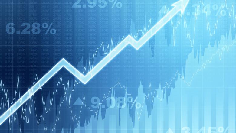 ilustrație creștere economică, grafic cu săgeată în creștere pe valori