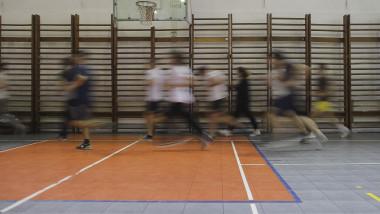 sala de sport educatie fizica elevi