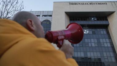 protest tribunal 10_AUGUST_00_INQUAM_Octav_Ganea