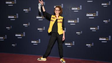 Corinne Masiero, protagonista protestului nud, sosește la gala Premiilor Cesar 2021