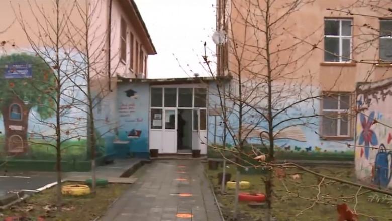 scoala din calarasi, unde doi elevi au avut relatii intime in toaleta