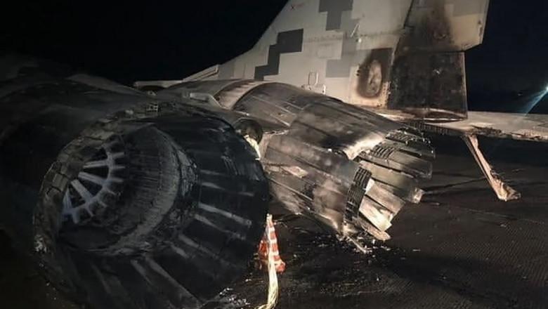 accident-ofiter-mig-29-masina-aeroport-uraina (3)