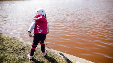 Apa din lacul IOR din Capitală s-a înroșit