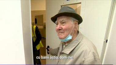 Un bătrân a mers să testeze toaleta de lux din centrul Piteștiului