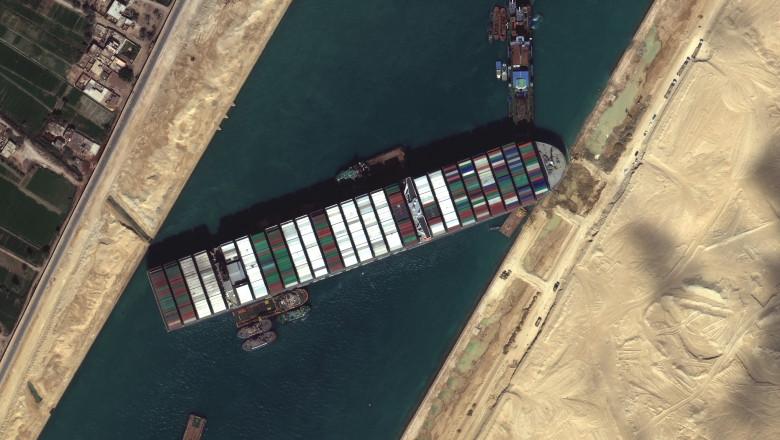 Nava Ever Given care blochează canalul Suez, imagine din satelit