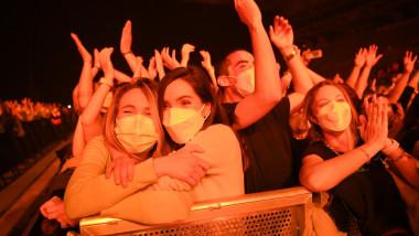5.000 de oameni au participat la un concert rock în Barcelona, în plină pandemie.