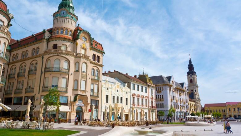 Palatul Vulturul Negru și alte clădiri din Oradea.