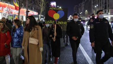 protestatari pe strada