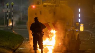 Mașină incendiată în Irlanda de Nord.