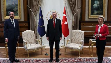 Preşedintele Consiliului European, Charles Michel, preşedintele Turciei, Recep Erdogan şi preşedinta CE, Ursula von der Leyen