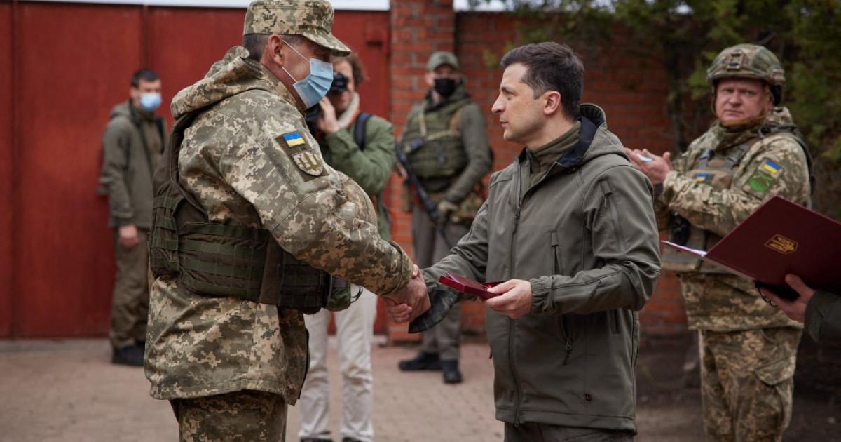 """Preşedintele Ucrainei cere ca țara sa să fie primită în NATO şi UE: """"Nu putem sta la nesfârşit în sala de aşteptare"""""""