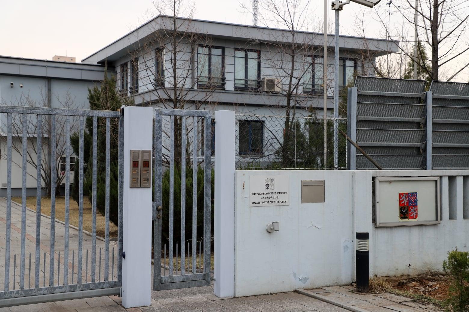 ambasade-phenian5