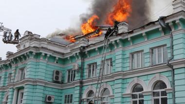 8 chirurgi ruși au continuat operația pe cord deschis în timpul unui incendiu