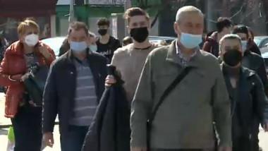 oameni cu masca