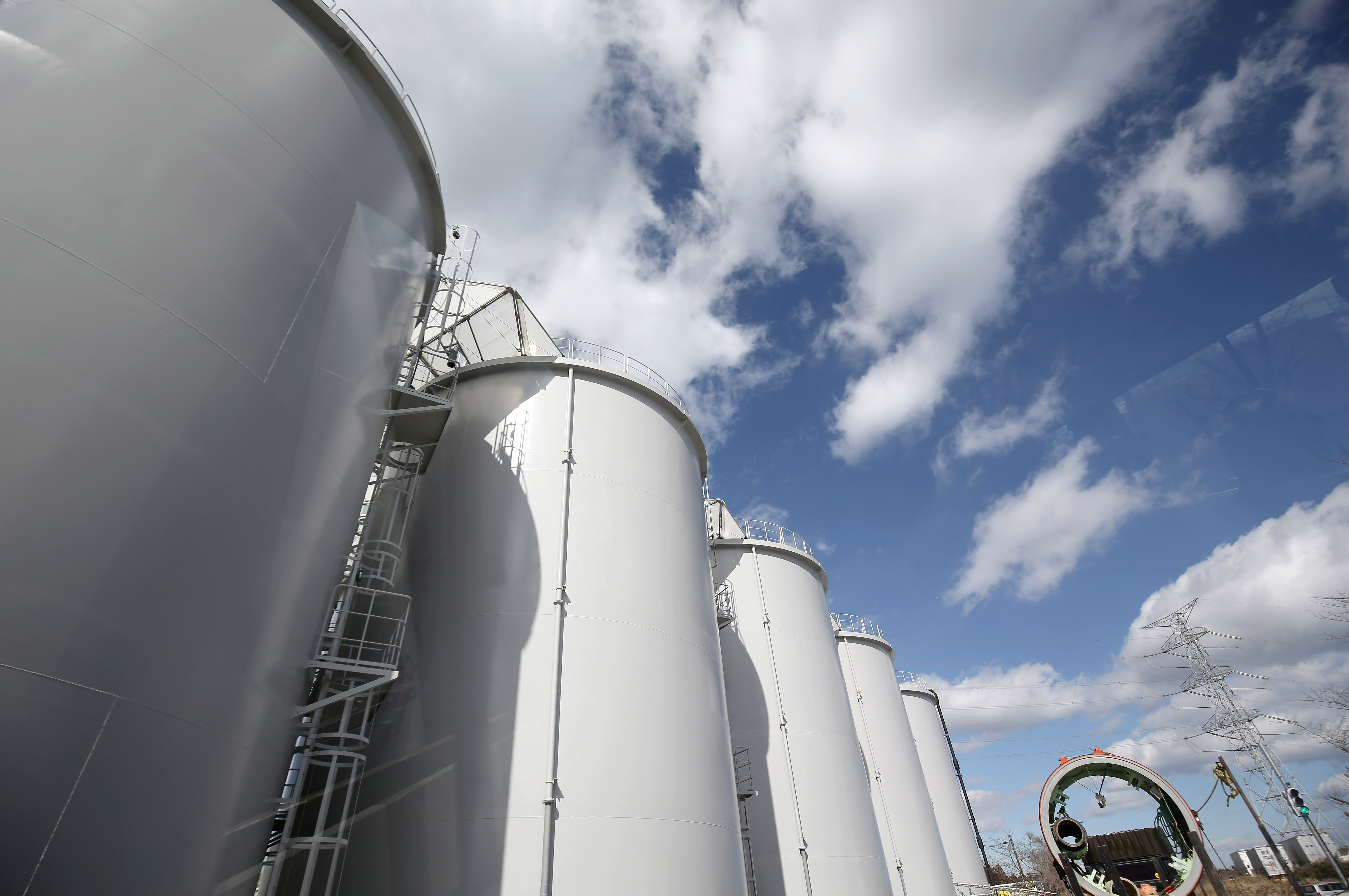 China i-a cerut vicepremierului japonez sa bea apa de la Fukushima, dupa ce acesta a spus ca este curata si va fi aruncata in mare