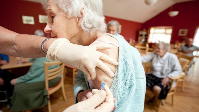 batrani vaccinati anticovid