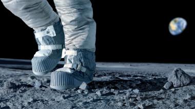 Astronaut păşeşte pe Lună, ilustraţie
