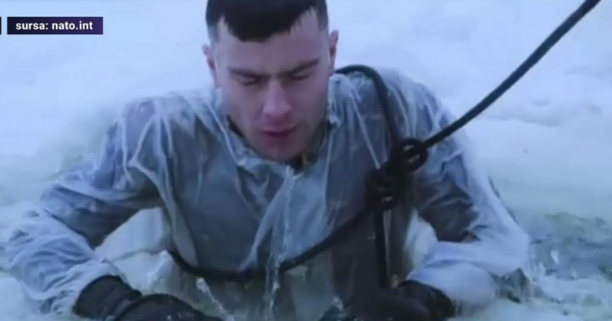 Trupele NATO, antrenamente dure în Estonia la minus 25 de grade. Militarii britanici au învățat scufundarea la copcă