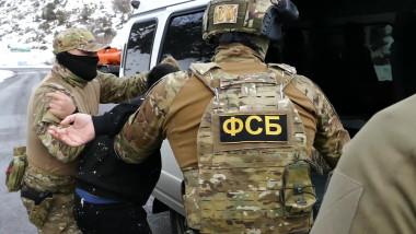 Agenţi FSB arestează un suspect. Imagine de arhivă.