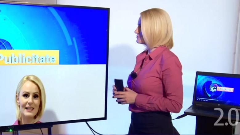 reporter care se uita la un ecran in care apare chipul sau in pauza de publicitate