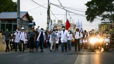 myanmar manifestanti protest profimedia