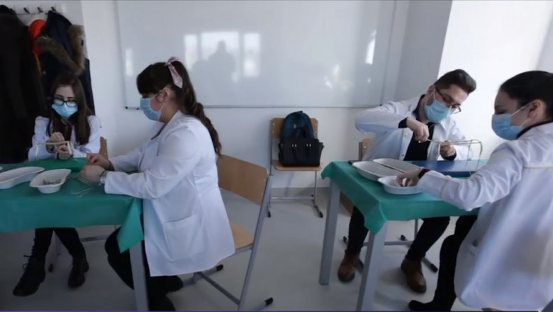 studenti medicina umf iasi exerseaza