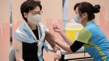 china-femeie-vaccin-vaccinare-asistenta-medicala-profimedia