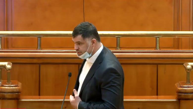daniel-ghita-masca-sub-nas-in-parlament