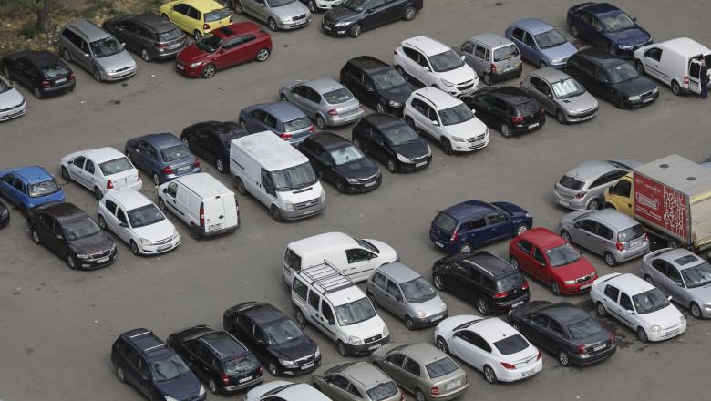 Nicuşor Dan lansează în dezbatere publică noul regulament de parcare pentru Bucureşti. Unde vor fi duse mașinile ridicate