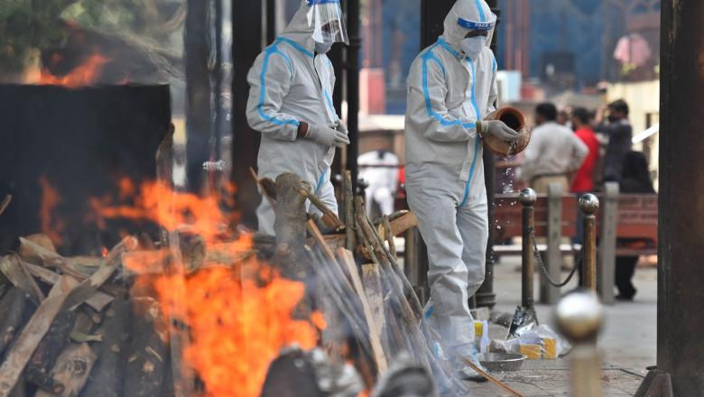 Crematoriile din India lucrează aproape non-stop