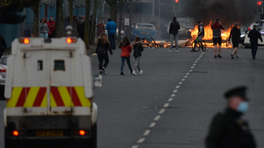 Proteste violente în Irlanda de Nord