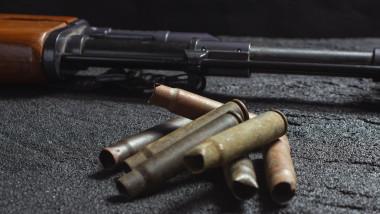 pușcă și gloanțe