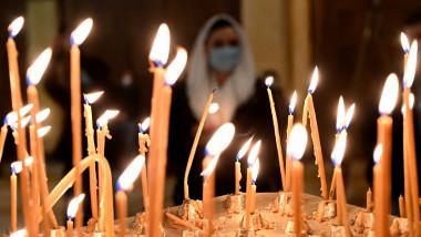 lumanari biserica ortodoxa slujba inviere profimedia