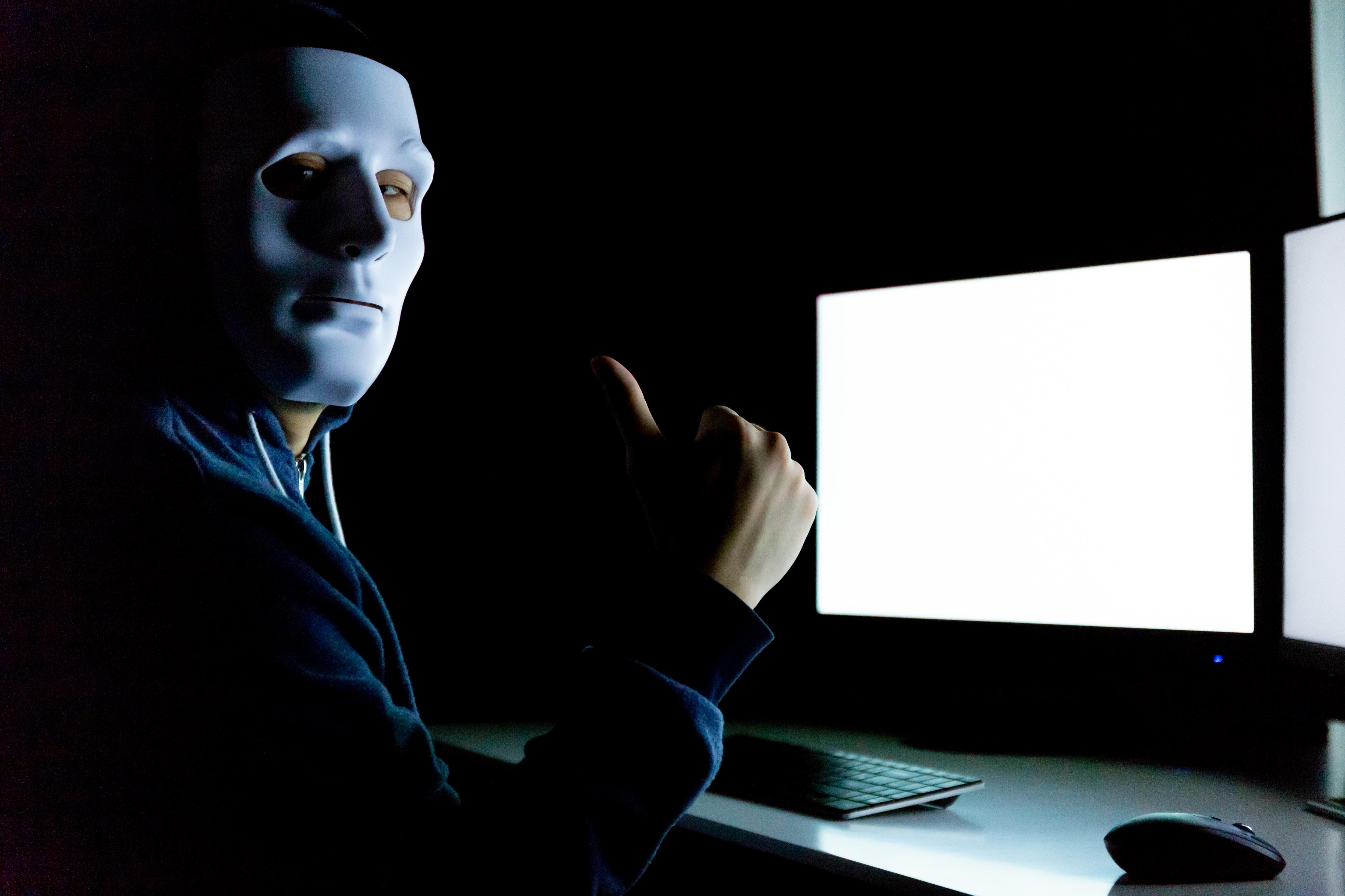 """Cine sunt """"hackerii albi"""" si care e calitatea lor esentiala"""
