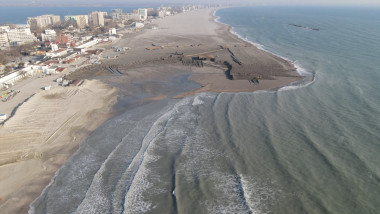 lucrari de largire executate pe plaja din mamaia