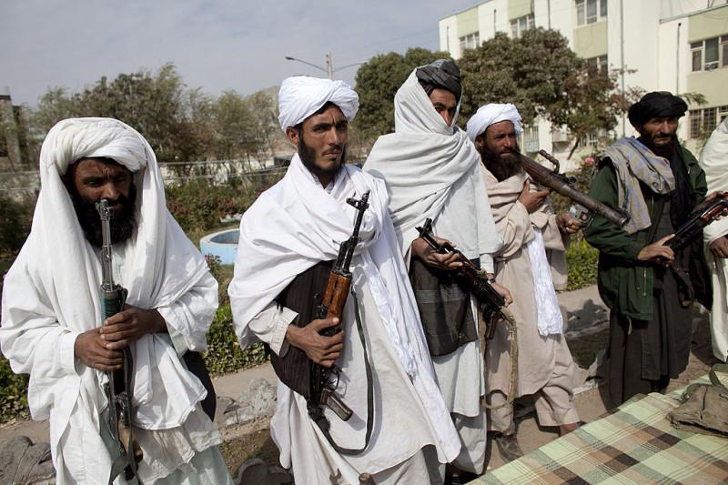 Militanţi talibani care s-au predat forţelor guvernamentale în provincia Herat, 2010
