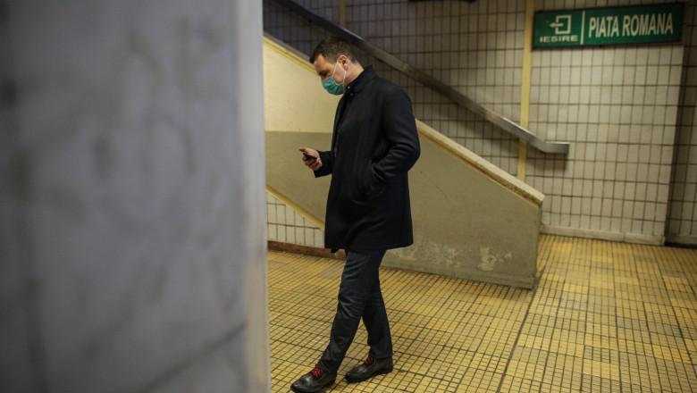 tanczos barna pe peron in statia de metrou romana