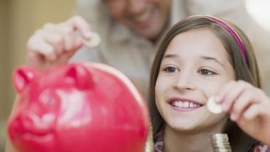 """Cum ar trebui să fie făcută educația financiară a copiilor. Evită să spui """"Nu avem bani"""" și învață-i cum să facă bani"""