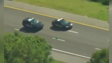 Un hoț a furat două mașini ale poliției.