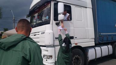Un șofer din Alba s-a dus cu TIR-ul să se vaccineze anti-COVID