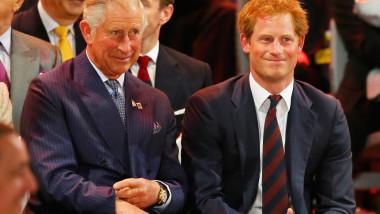 Prințul Harry, alături de tatăl său, Prințul Charles