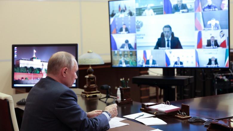 Vladimir Putin va continua să stea în autoizolare chiar dacă a primit și a doua doză de vaccin anti-Covid