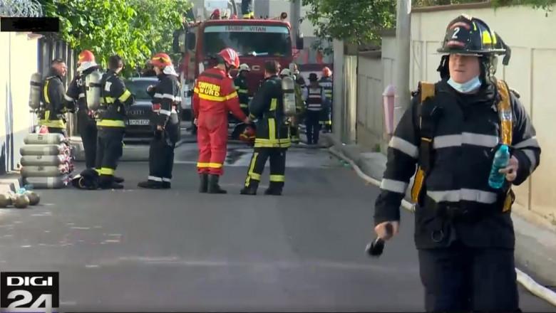 Incendiu în Popești-Leordeni. Intervenția pompierilor, îngreunată din cauza spațiului îngust din jurul blocului