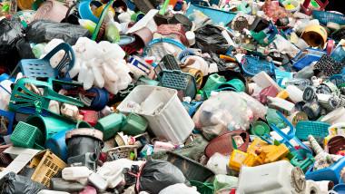 Cum poate fi schimbată imaginea României de groapă de gunoi a Europei? Tanczos Barna: Începem prin a nu mai arunca deșeuri de la balcon