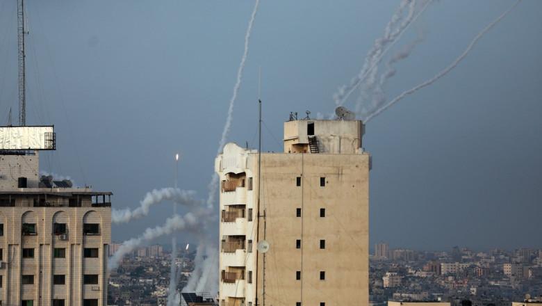 Zeci de rachete au fost lansate spre Israel.