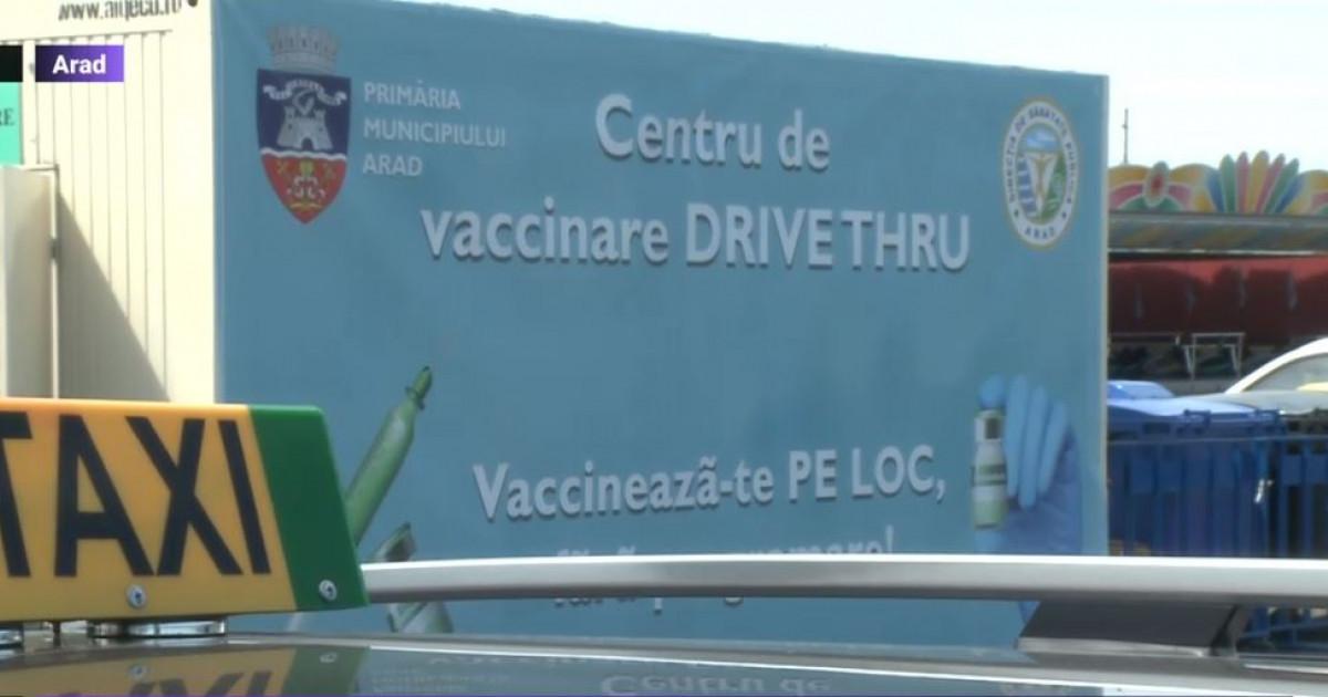 """Taximetriștii au format cozi la centrul de vaccinare din Arad: """"Este o măsură de protecție a mea, a familiei mele și a pasagerilor"""""""